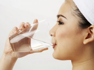 Uống nhiều nước lọc giúp hạn chế nám da